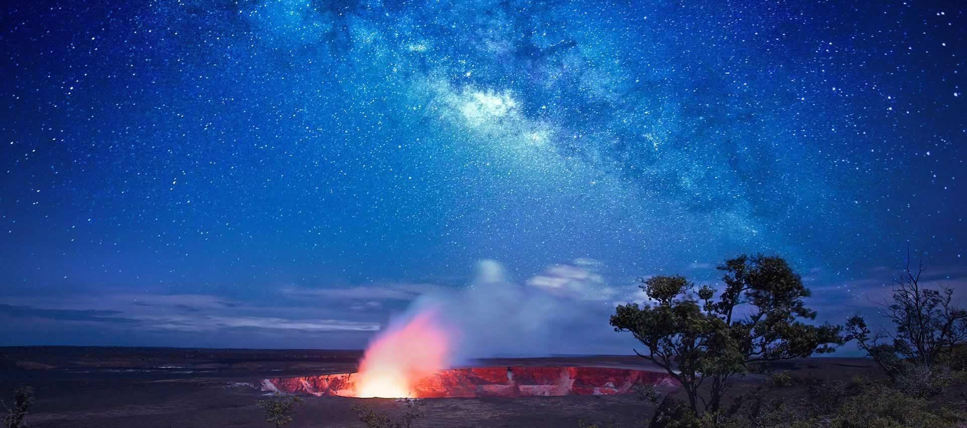 Volcano-Hawaii-stary-sky