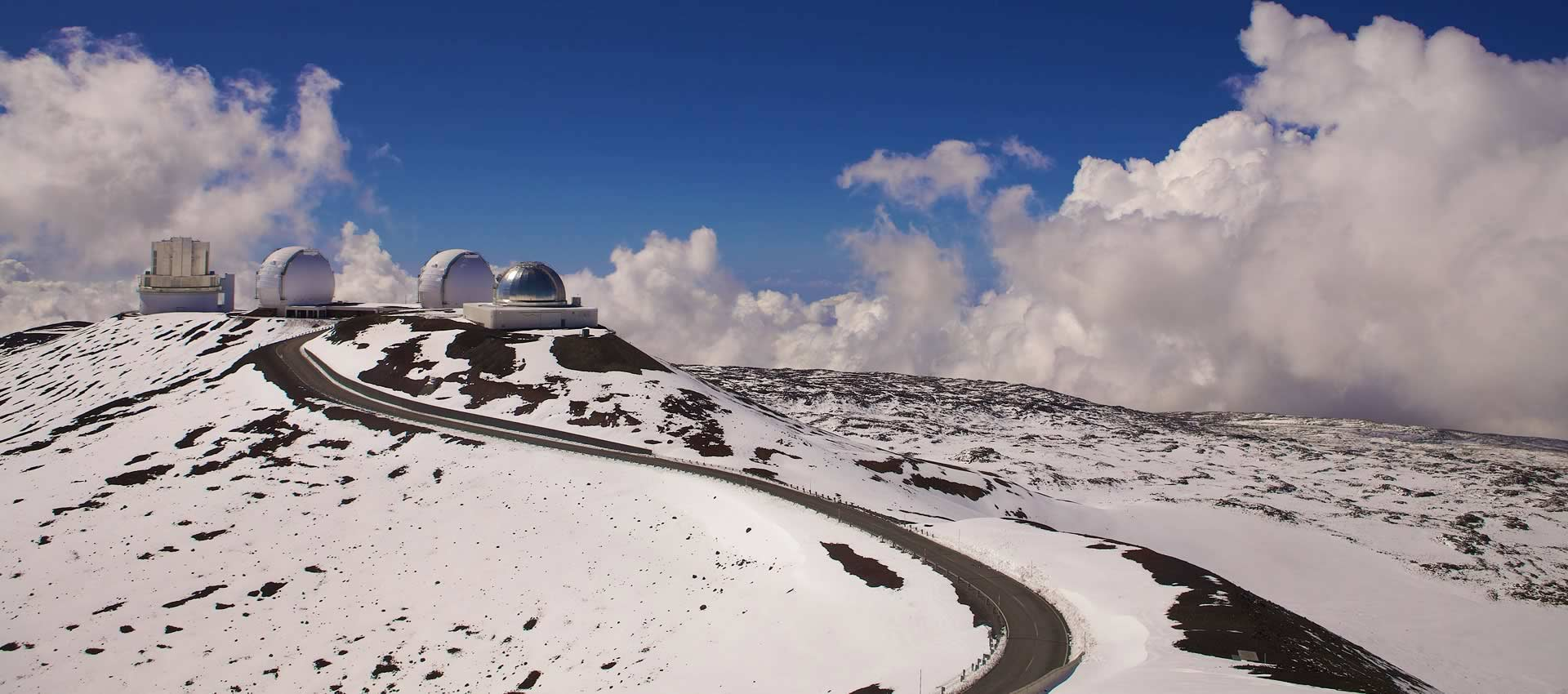 Volcano-Hawaii-snow-mountain